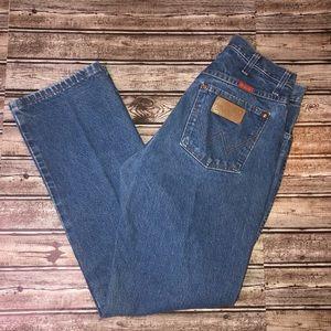 Wrangler dark wash jeans 9x30 straight leg size 9